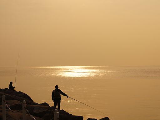 江の島釣り人